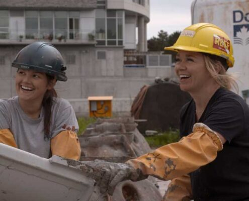 LeRae and marine biologist build concrete balls to rebuild reefs
